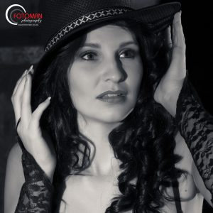 Black and white portraiture photography, Bianca Olivier, FOTOMAN Studio, West Rand photographers, Gauteng, Dramatic