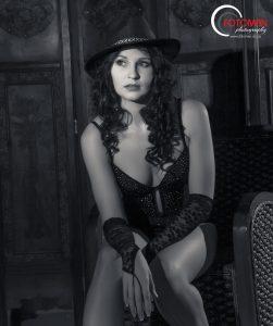 Black and white portraiture photography, Bianca Olivier, FOTOMAN Studio, West Rand photographers, Gauteng, Dramatic